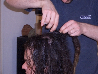 Cutting Piepsi's dreadlocks, picture 2